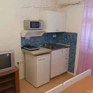 Rooms Milka S2, Vodice, Croatia - photo 3