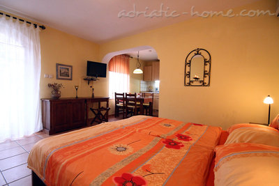 Studio apartment daMonte E-Apartment 2+1, Budva, Montenegro - photo 2