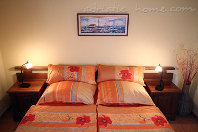 Studio apartment daMonte E-Apartment 2+1, Budva, Montenegro - photo 4