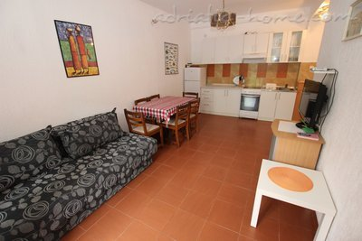 Apartments Kovacevic, Petrovac, Montenegro - photo 2