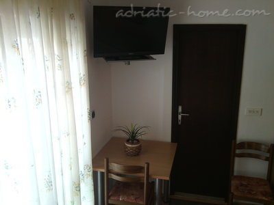 Apartments  LOVRE OKMAŽIĆ - A1, Omiš, Croatia - photo 3