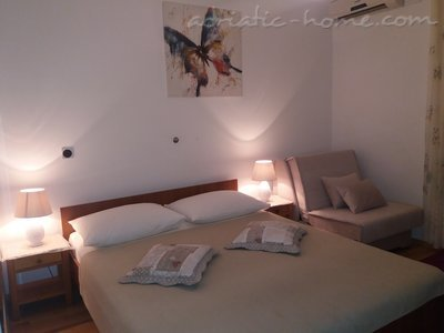 Apartments  LOVRE OKMAŽIĆ - A1, Omiš, Croatia - photo 2