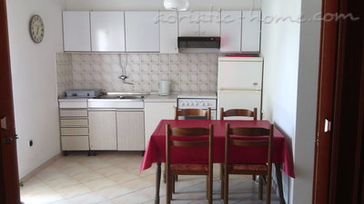 Apartments LOVRE OKMAŽIĆ - A3, Omiš, Croatia - photo 11