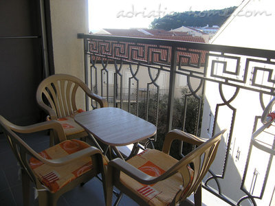 Studio apartment in center of Petrovac, Petrovac, Montenegro - photo 8