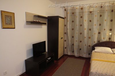 Studio apartment in center of Petrovac, Petrovac, Montenegro - photo 2