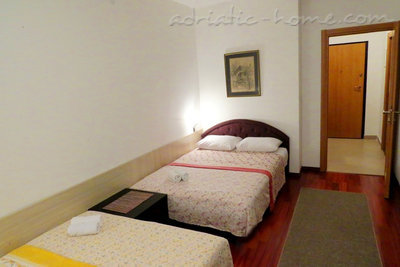 Studio apartment in center of Petrovac, Petrovac, Montenegro - photo 3