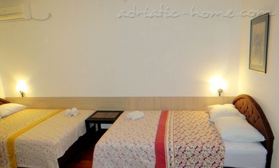 Studio apartment in center of Petrovac, Petrovac, Montenegro - photo 4