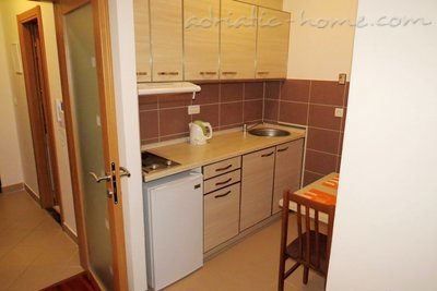 Studio apartment in center of Petrovac, Petrovac, Montenegro - photo 6