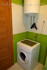 Studio apartment in center of Petrovac, Petrovac, Montenegro - photo 11
