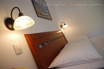 Apartments Vila Maris 4+1, Petrovac, Montenegro - photo 4
