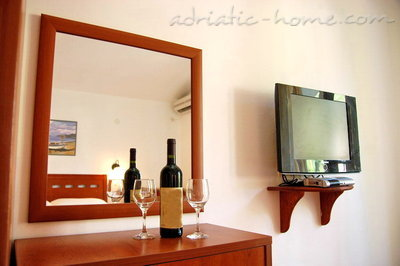 Apartments Vila Maris 2+1, Petrovac, Montenegro - photo 3