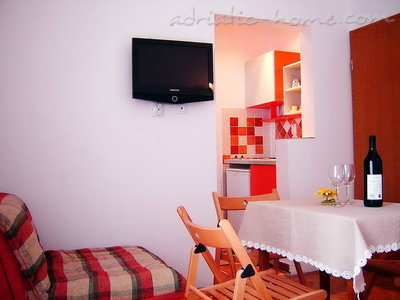 Studio apartment Vila Maris 1/3C, Petrovac, Montenegro - photo 2