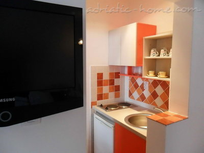 Studio apartment Vila Maris 1/3C, Petrovac, Montenegro - photo 3