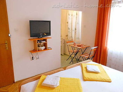 Studio apartment Vila Maris 1/2B, Petrovac, Montenegro - photo 2