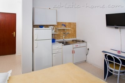 Studio apartment Zeljka, Baška Voda, Croatia - photo 2