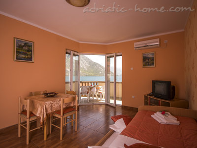 Apartments STELLA DEL MARE II, Risan, Montenegro - photo 5