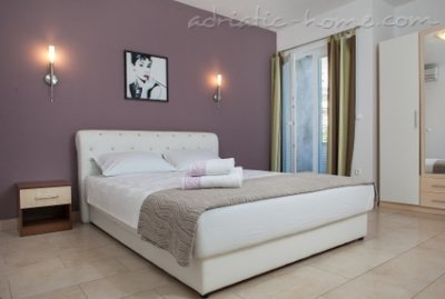 Apartments Lynette, Makarska, Croatia - photo 4