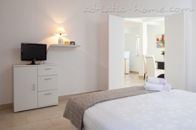 Apartments Lynette, Makarska, Croatia - photo 5