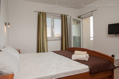 Apartments Lynette, Makarska, Croatia - photo 8