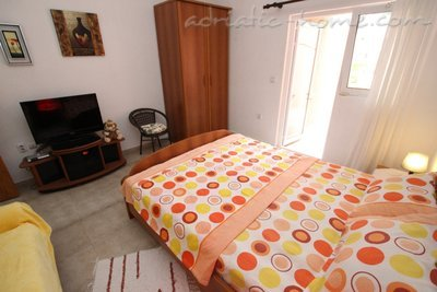 Apartments Kovacevic 4, Petrovac, Montenegro - photo 3