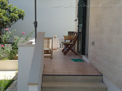 Studio apartment BEPPO, Brač, Croatia - photo 10