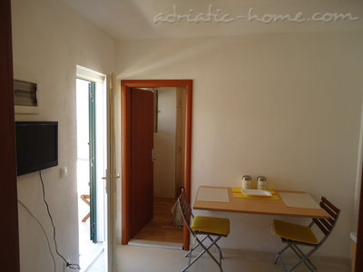 Studio apartment BEPPO, Brač, Croatia - photo 4