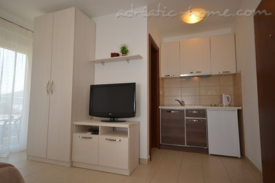 Studio apartment Vojvodic Star, Herceg Novi, Montenegro - photo 4