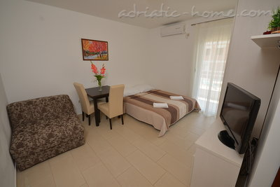 Studio apartment Vojvodic Star, Herceg Novi, Montenegro - photo 8