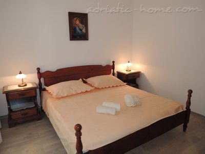 Rooms RIBICIC VI, Brela, Croatia - photo 2