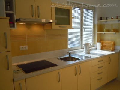 Apartments Tri sestrice - Yellow, Hvar, Croatia - photo 3