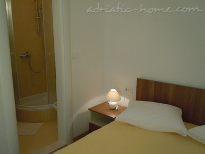 Apartments Tri sestrice - Yellow, Hvar, Croatia - photo 4