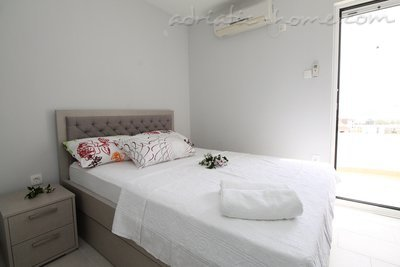 Apartments Lilian , Budva, Montenegro - photo 5
