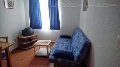 Appartamenti PRVA MASLINA - apartment BLACA, Baška Voda, Croazia - foto 1