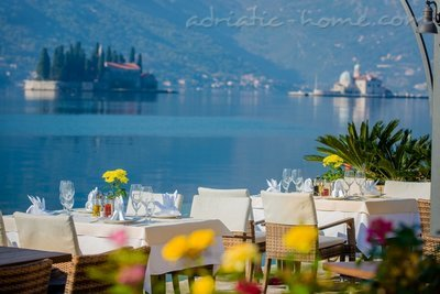 Studio apartment Hotel Restaurant Conte, Perast, Montenegro - photo 1