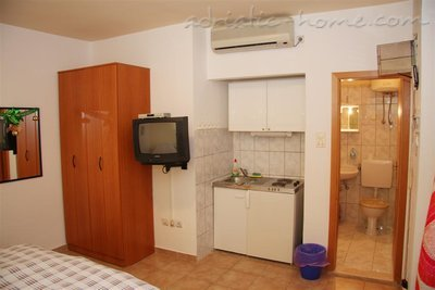 Apartments Kukoljac P1 P2 , Herceg Novi, Montenegro - photo 4