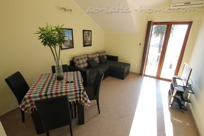 Apartments Tre Sorelle, Herceg Novi, Montenegro - photo 2