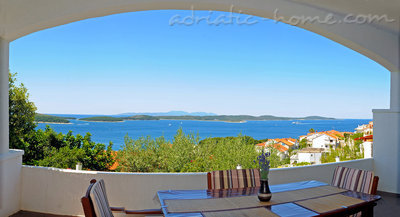 Апартаменты Avelini house Apartment B, Hvar, Хорватия - фото 1