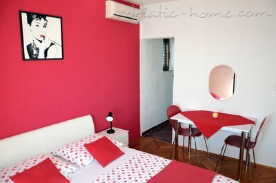 Studio apartment Mia 3, Hvar, Croatia - photo 4