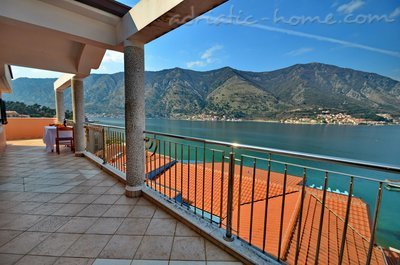 Апартаменты Kotor Bay Beautiful Sea View Apartment, Kotor, Черногория - фото 4