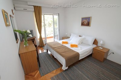 Apartments Vera, Herceg Novi, Montenegro - photo 3