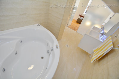 Appartementen Modern sea and mountain view apartment in Budva, Budva, Montenegro - foto 14