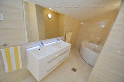 Apartamentos Modern sea and mountain view apartment in Budva, Budva, Montenegro - foto 13