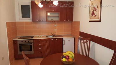 Apartments Masha 1, Petrovac, Montenegro - photo 3
