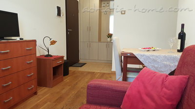 Apartments Masha 2, Petrovac, Montenegro - photo 5