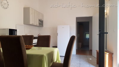 Appartementen GREGOVIC M&M 6-bed, Petrovac, Montenegro - foto 3