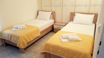 Appartementen GREGOVIC M&M 6-bed, Petrovac, Montenegro - foto 4