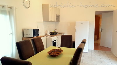 Appartementen GREGOVIC M&M 6-bed, Petrovac, Montenegro - foto 5