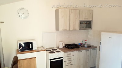 Appartementen GREGOVIC M&M 6-bed, Petrovac, Montenegro - foto 14