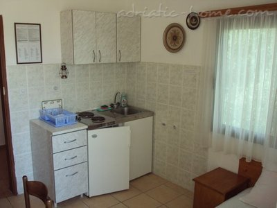 Appartementen GREGOVIC II M&M 3-bed, Petrovac, Montenegro - foto 1