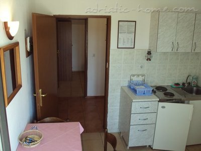 Appartementen GREGOVIC II M&M 3-bed, Petrovac, Montenegro - foto 2